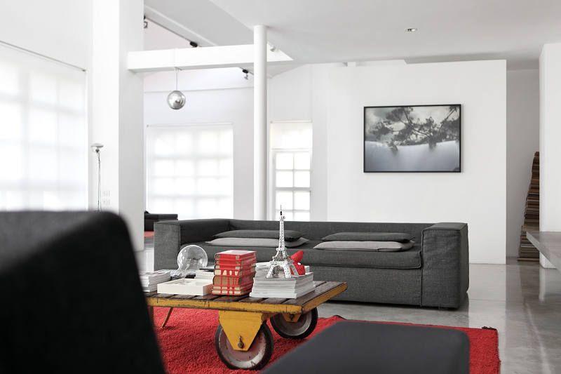 Diferentes texturas y elementos configuran el living moderno