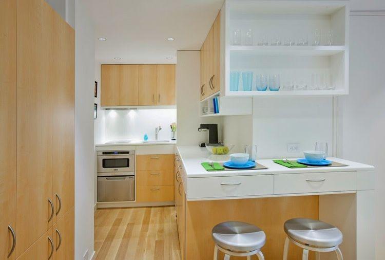 Mueble de cocina con barra en un extremo que sirve de comedor