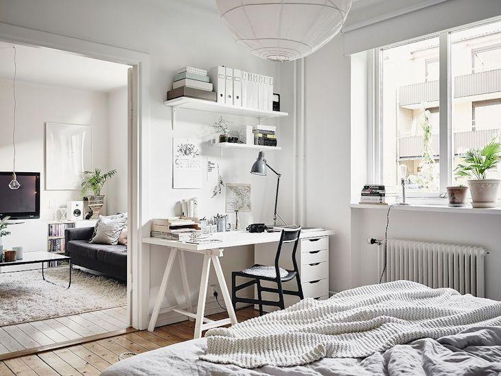 Un rincón del dormitorio se aprovechó para armar un pequeño espacio de trabajo