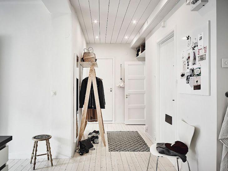 En el hall de distribución la decoración es minimalista para evitar entorpecer la circulación