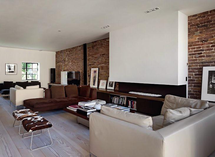 Muebles contemporáneos, diseño minimalista y paredes de ladrillo visto, una combinación balanceada y acogedora