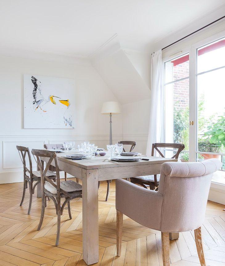 Una ventaja al utilizar el blanco en paredes es que resulta más fácil combinar elementos de distintas épocas y texturas