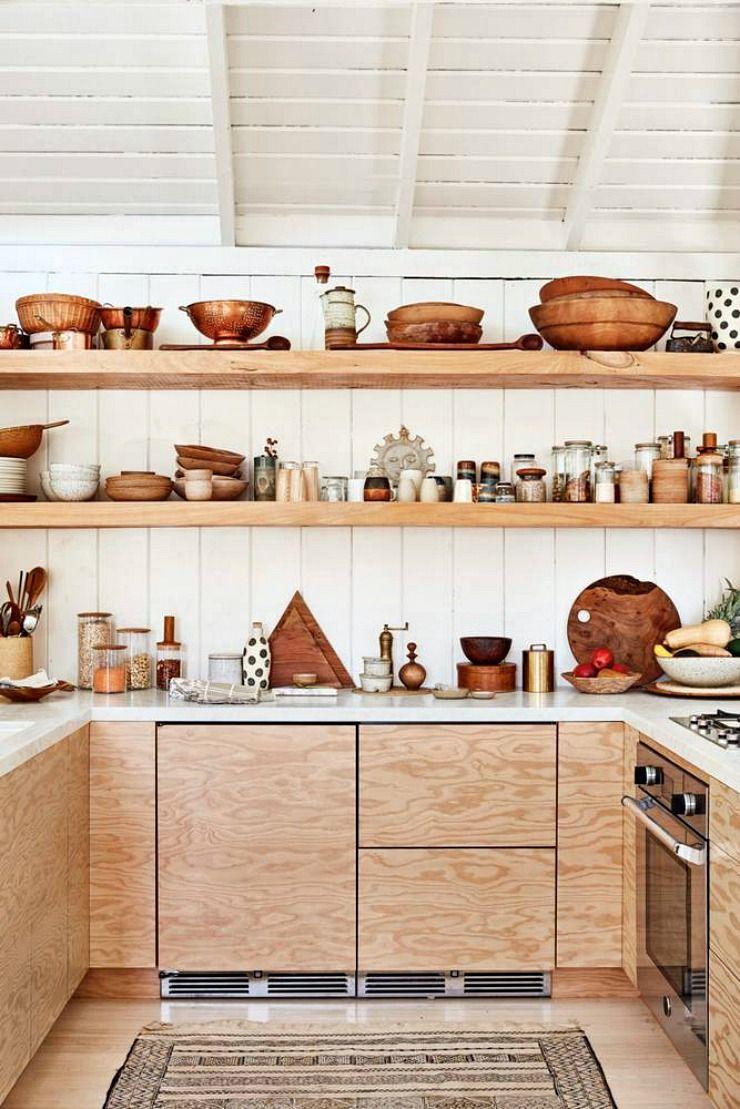 Casa pequea rstica con interiores revestidos en madera