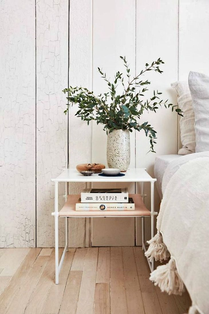 Decoración rústica en una casa pequeña con interiores revestidos en madera 7