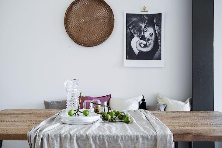 Mesa de comedor con tapa de madera rústica y patas de hierro