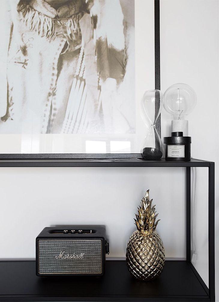 Consola de hierro minimalista para decorar el comedor