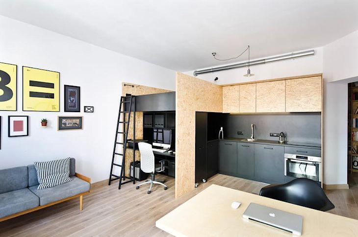 Mueble diseñado a medida en melamina negra con estructura de OSB