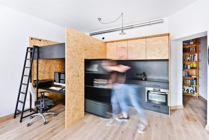 Módulo deslizante a través del cual se accede a un cuarto de guardado oculto