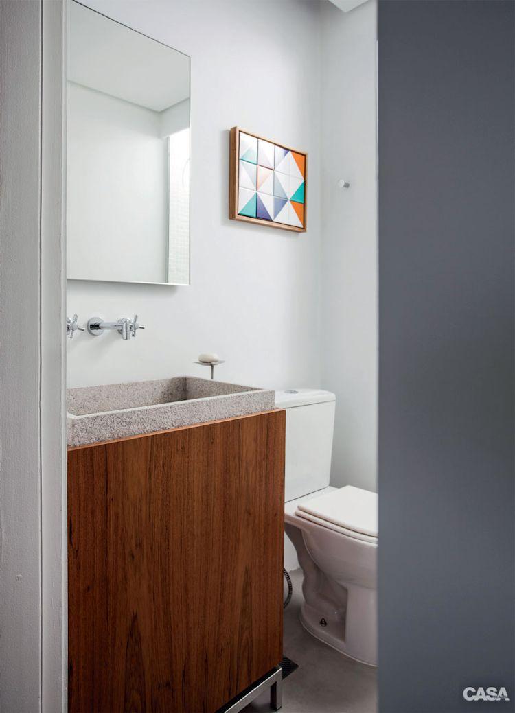 Baño moderno con mueble en madera y concreto