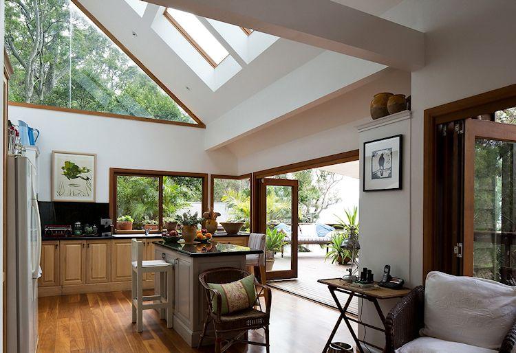 Cocina moderna y luminosa integrada a la terraza