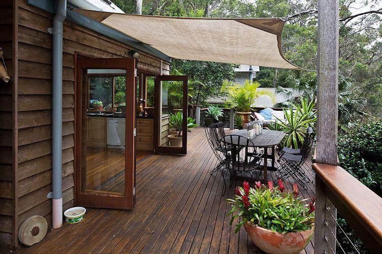 Comedor exterior en la terraza junto a la cocina
