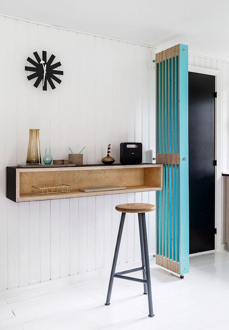 Diferentes repisas funcionan como espacio de guardado / almacenamiento o como escritorios o barras.