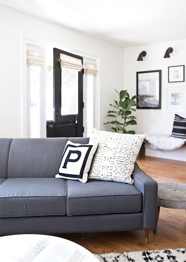 Cojines y textiles en colores neutros hacen del espacio un lugar más elegante.