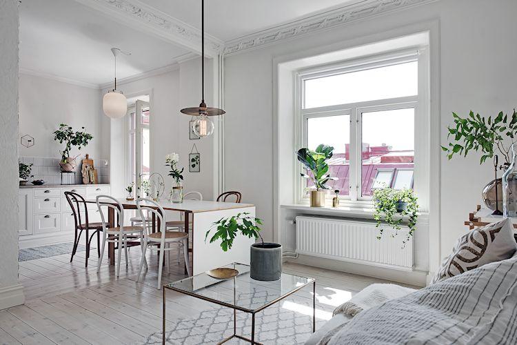 Sala de estilo escandinavo integrada a la cocina.
