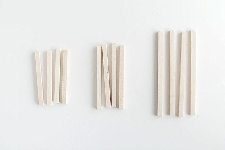 Listones de madera ya cortados en las medidas especificadas.