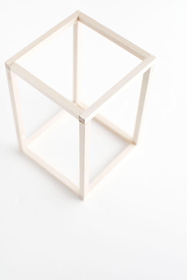 Armar el cuadrado superior de la misma forma que se armó la base.