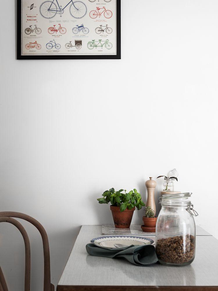 Comedor con mesa extensible y sillas de diferentes diseños
