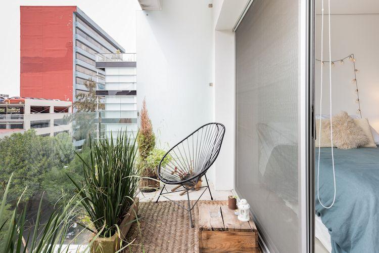 Balcón pequeño con sala de estar