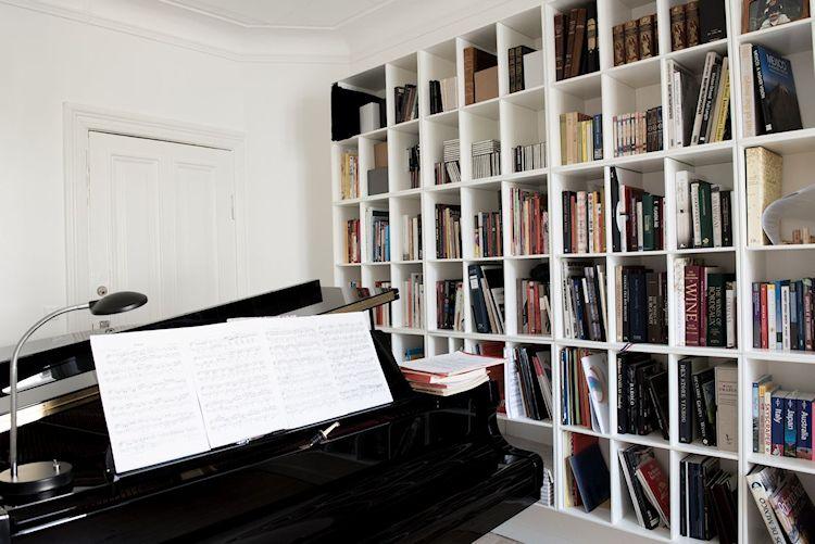 Interiores de departamentos: hogar con diseño moderno escandinavo 6