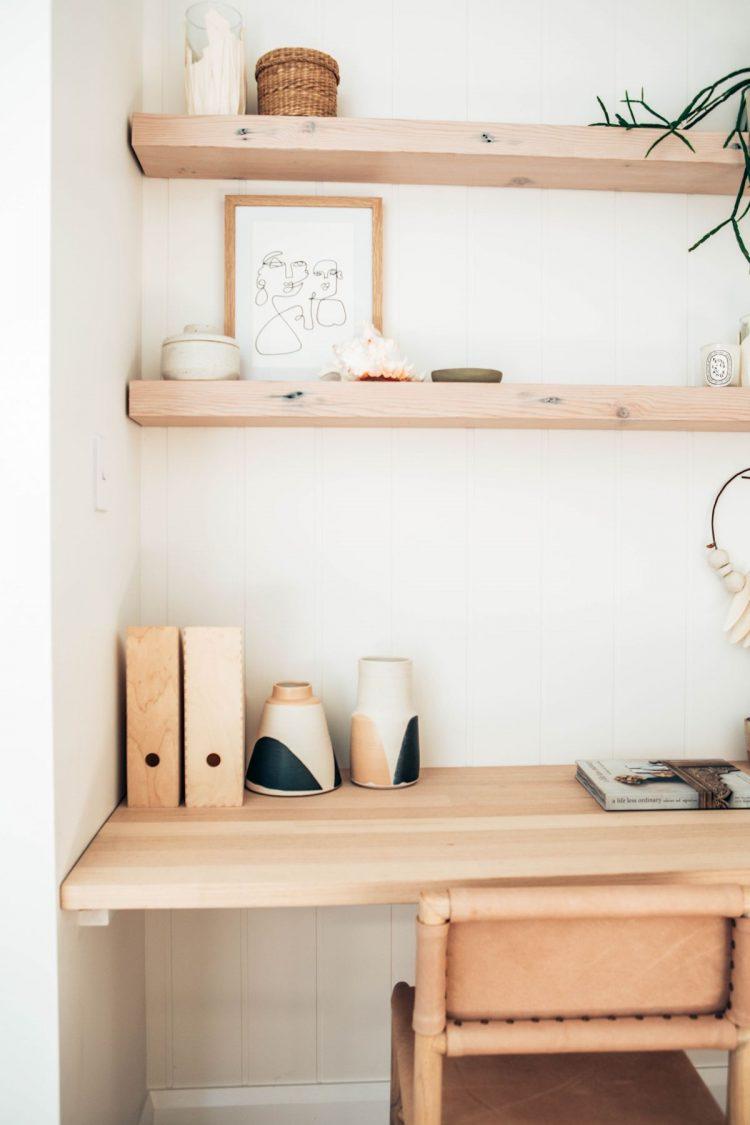 Espacio de trabajo en pocos metros y económico estilo minimalista y escandinavo