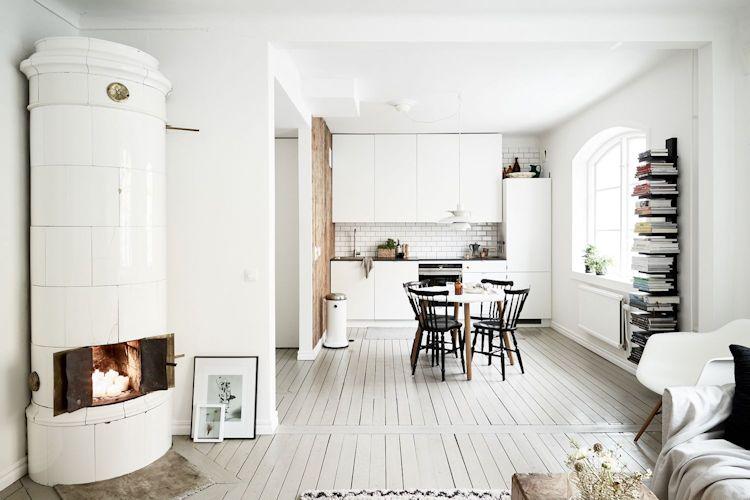 La sala queda integrada a la cocina y comedor gracias a la eliminación de una pared divisoria