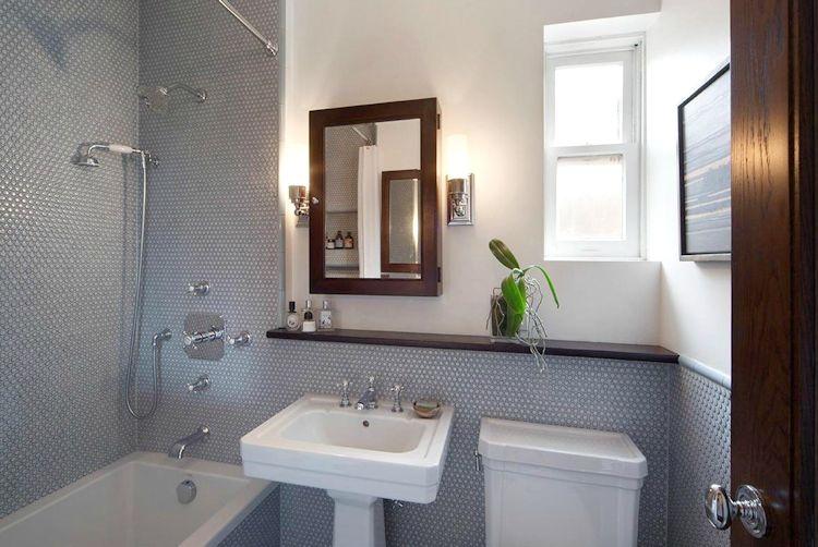 Baño pequeño de diseño clásico