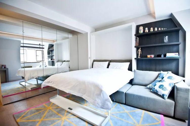 Mediante una cama rebatible se optimiza el uso del espacio en estudio departamentos pequeños