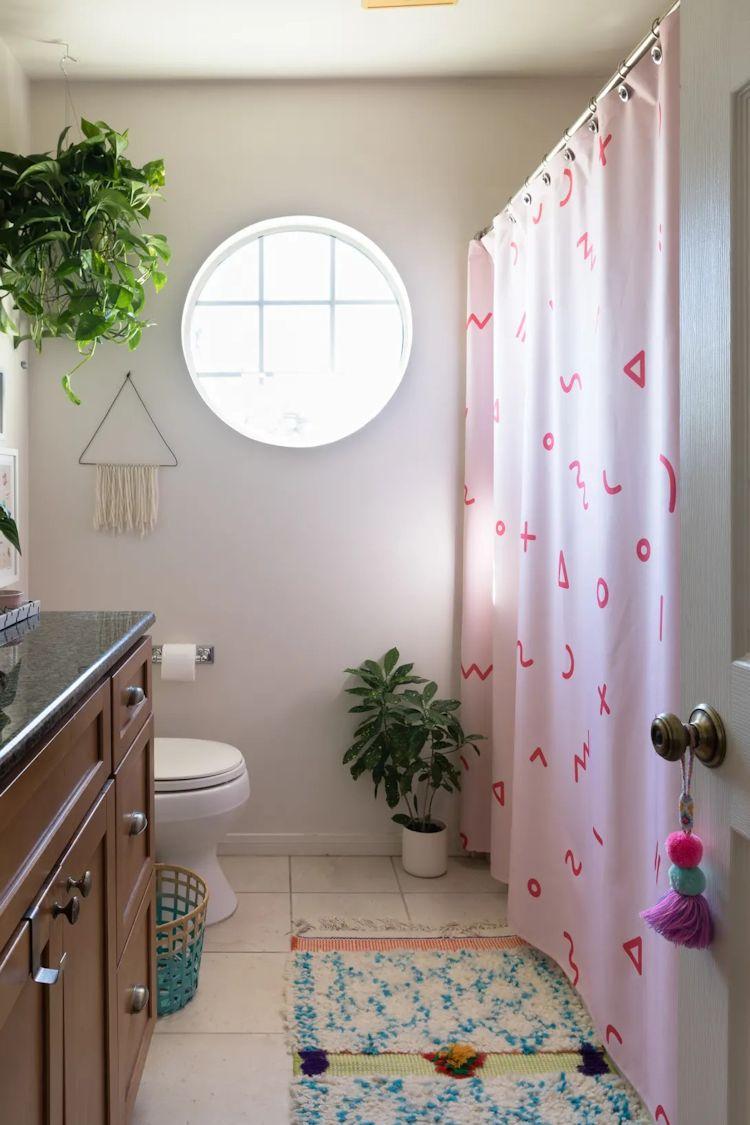 Cuarto de baño decorado con pocos elementos pero de gran impacto visual