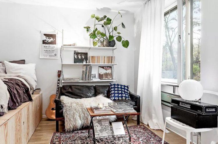 Las plataformas o muebles para elevar la cama pueden ser de cualquier material. El aglomerado de astilla es uno muy económico que además queda muy bien en interiores.