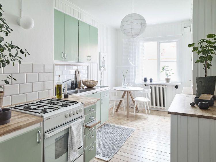 Cocina con diseño escalonado con sectores bien diferenciados