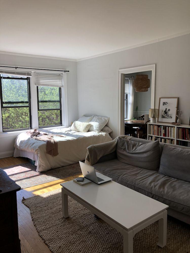 Departamento pequeño con distribución de muebles poco funcional