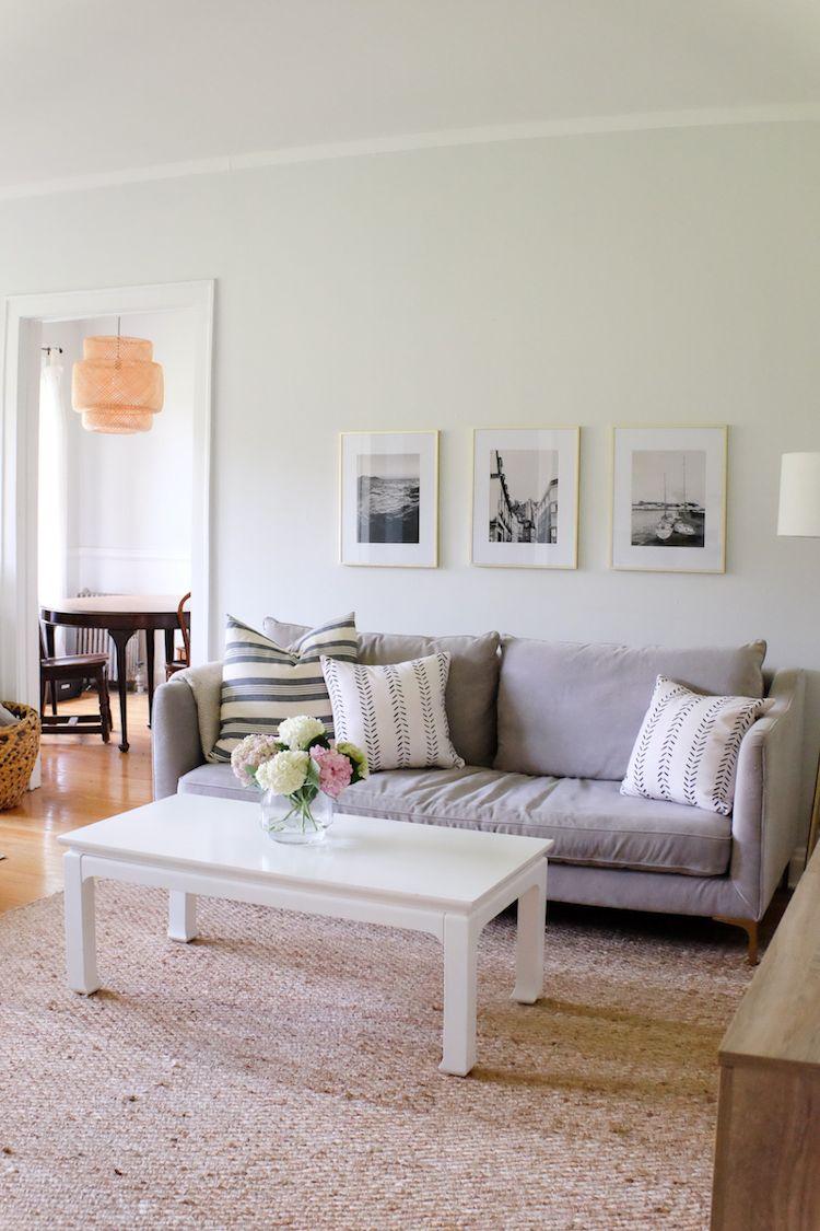 Sala más amplia y cómoda al mover el sofá contra la pared