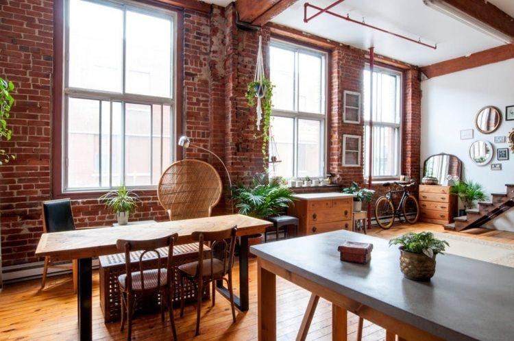 Comedor con un diseño sencillo y muebles en diferentes estilos decorativos
