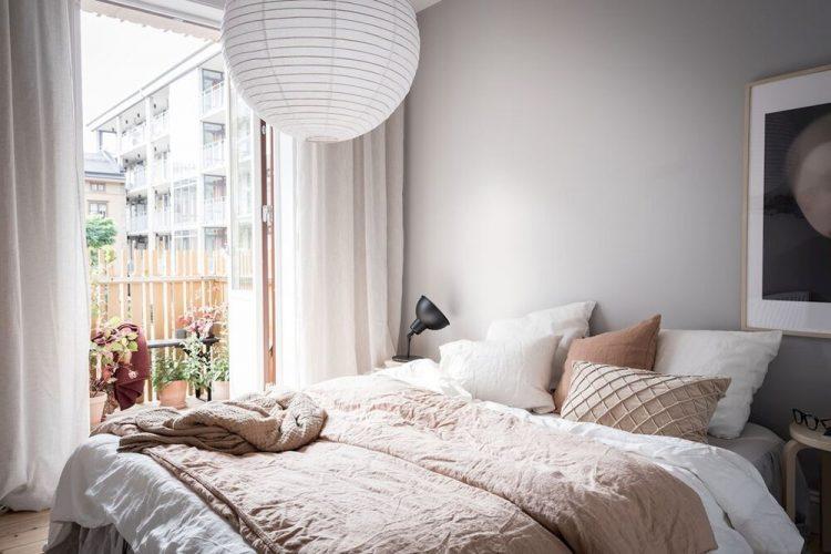 Ropa de cama y textiles como forma de sumar colores y texturas diferentes a la decoración de la recámara