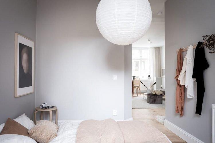 Pocos muebles ayudan a crear un diseño minimalista en la recámara