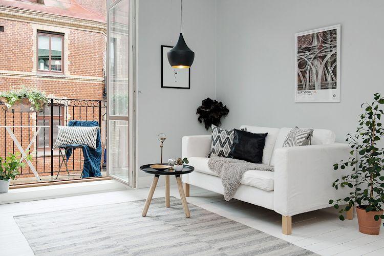 Sala con decoración minimalista y muebles escandinavos