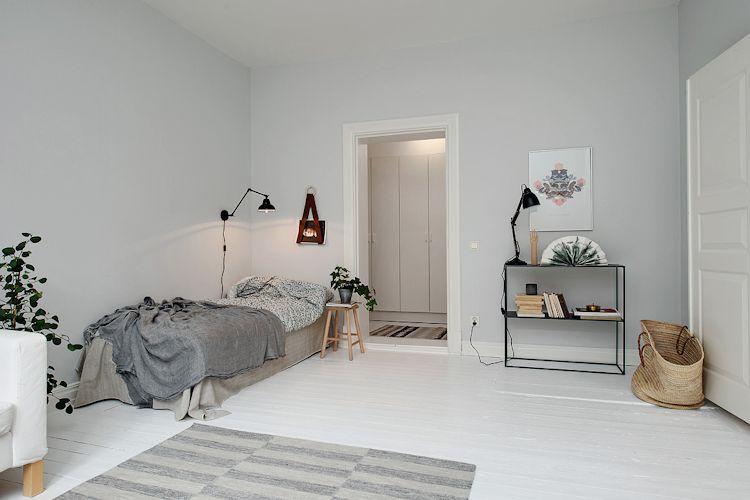 Recámara ubicada en un rincón del ambiente principal que no interfiere con la circulación interna de la vivienda