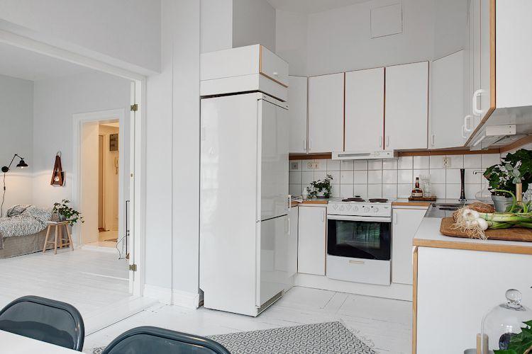 Cocina pequeña con diseño que optimiza el espacio