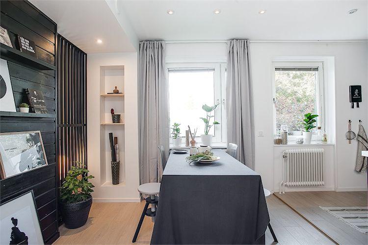 Nichos en las paredes con estantes o repisas suman espacio de guardado sin ocupar lugar.