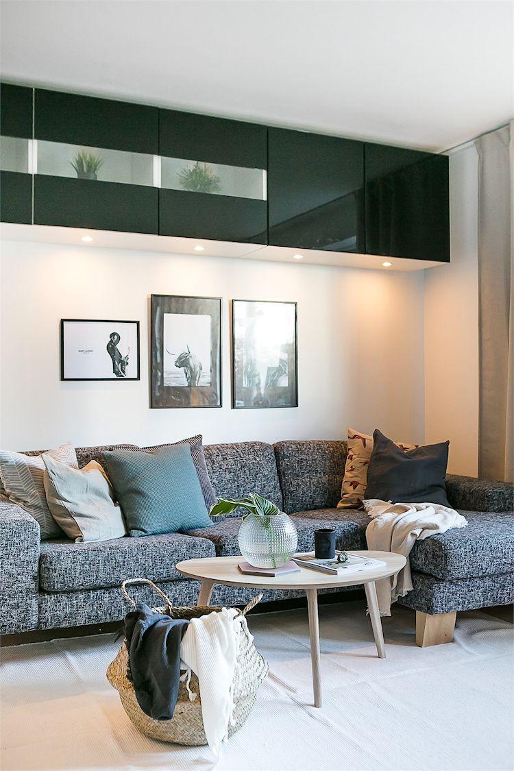 Mueble instalado en altura suma espacio de guardado / almacenamiento en la sala