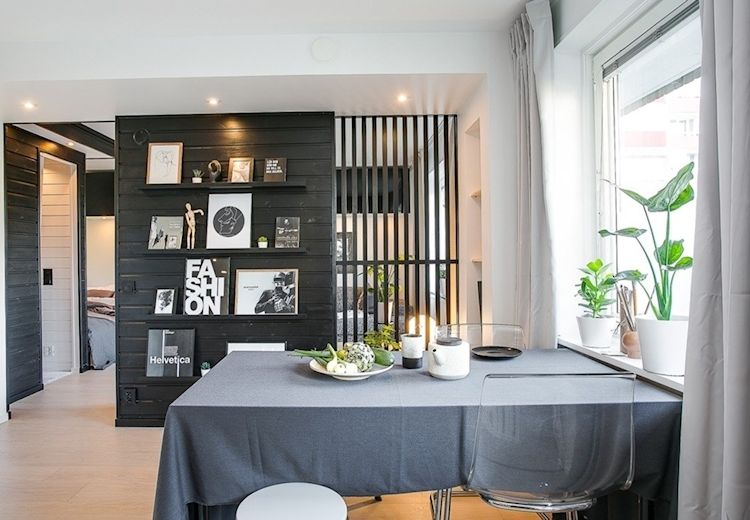 Comedor casi minimalista compuesto tan solo por una mesa rectangular, sillas y bancos.