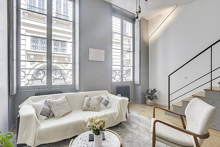 Sala con decoración minimalista.