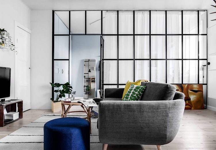 Departamentos pequeños: separar la recámara con una pared vidriada
