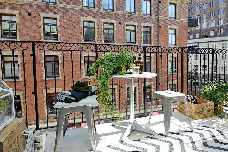 Juego de comedor exterior en el balcón