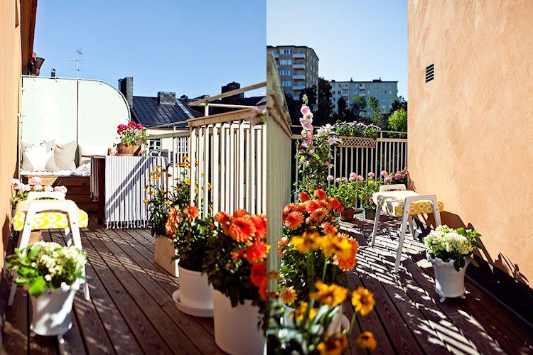 Balcón terraza con deck de madera