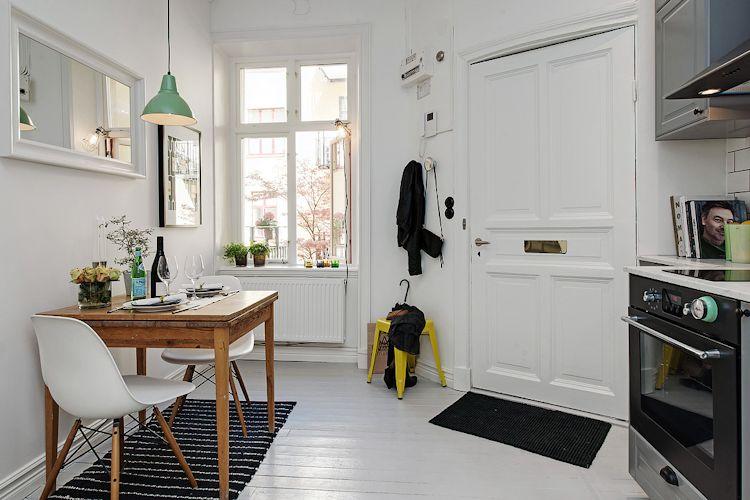 Entrada al departamento, en el mismo espacio donde funcionan la cocina y el comedor