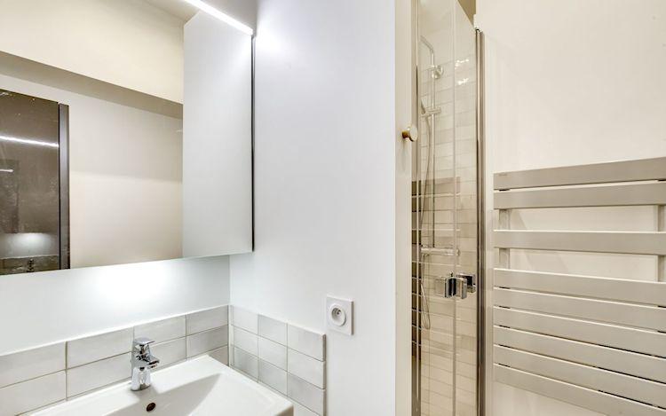 Baño pequeño y funcional.