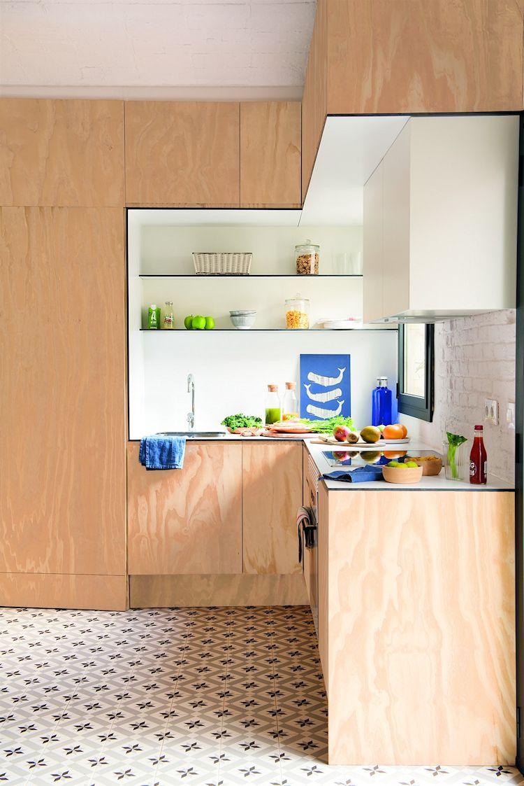 Cocina pequeña con muebles de triplay