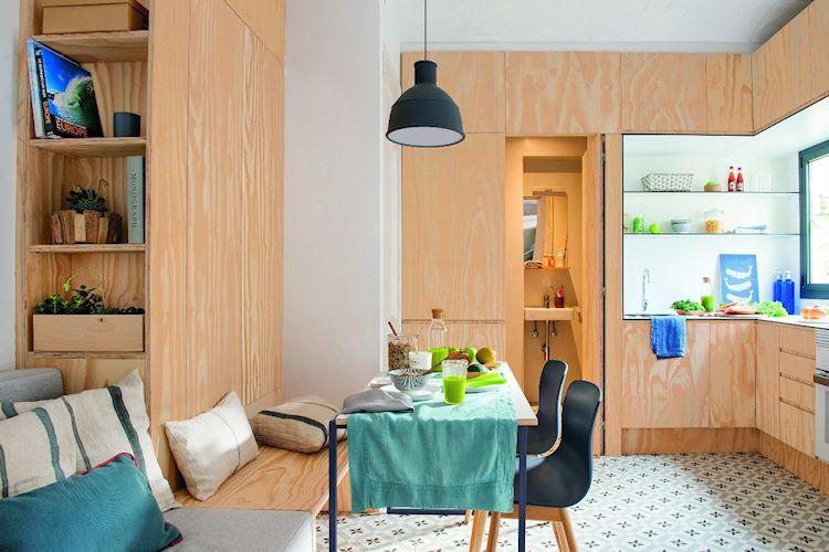 Muebles funcionales diseñados a la medida aprovechan el espacio en el comedor del departamento pequeño