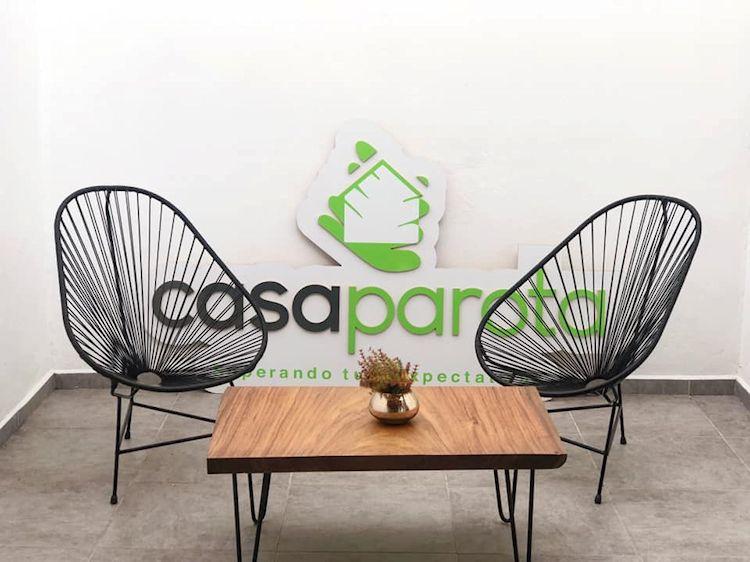 Casa Parota: muebles en madera de parota 1